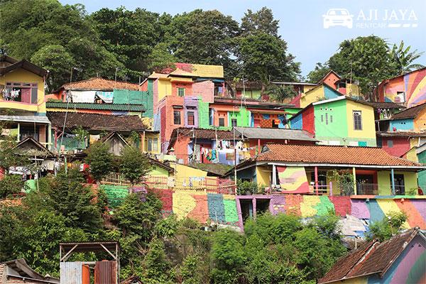 kampung pelangi warna warni
